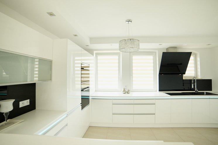 Czarno biała kuchnia  trendy kuchenne  Kuchenny com pl -> Kuchnia Wysoki Sufit