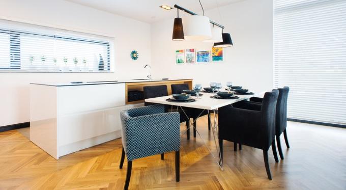 Drewniana podłoga w kuchni - dylematy inwestora