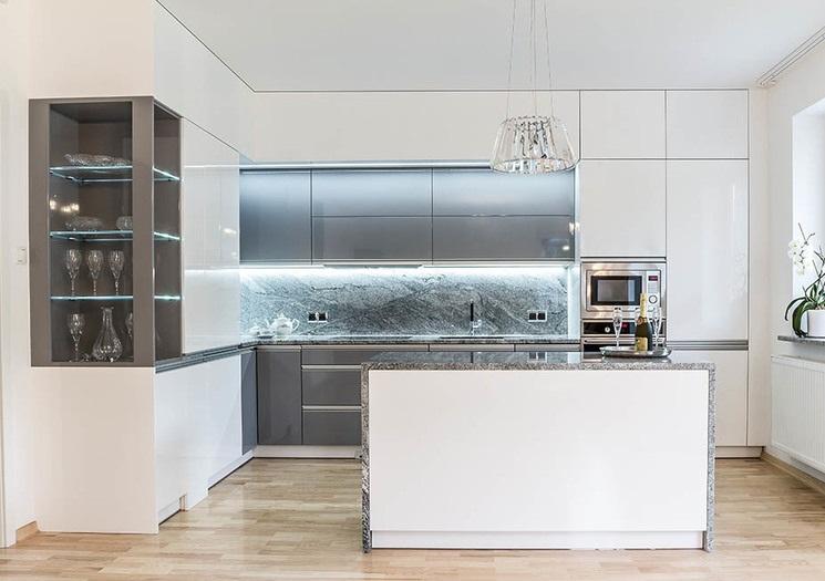 Интерьер современной кухни с мебелью компании Max Кухни