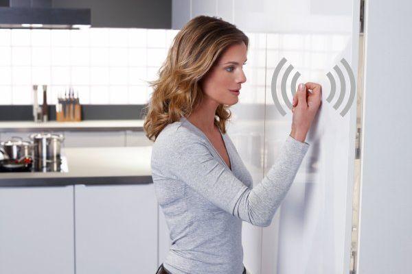 Dotykowy system otwierania mebli kuchennych