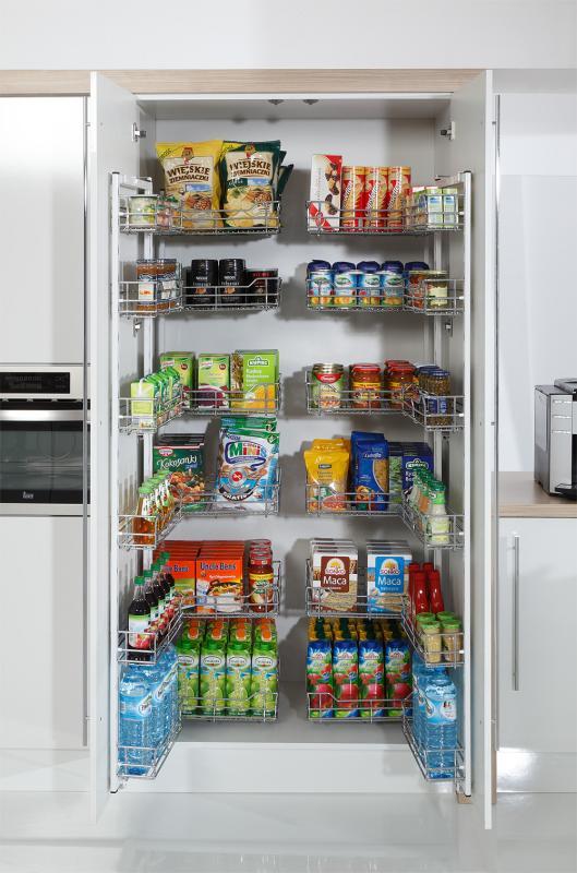 Rejs Cargo Maxi - spiżarnia w kuchni