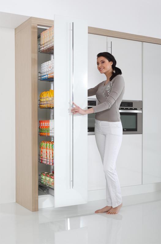 spiżarnia w kuchni - REJS Cargo Maxi