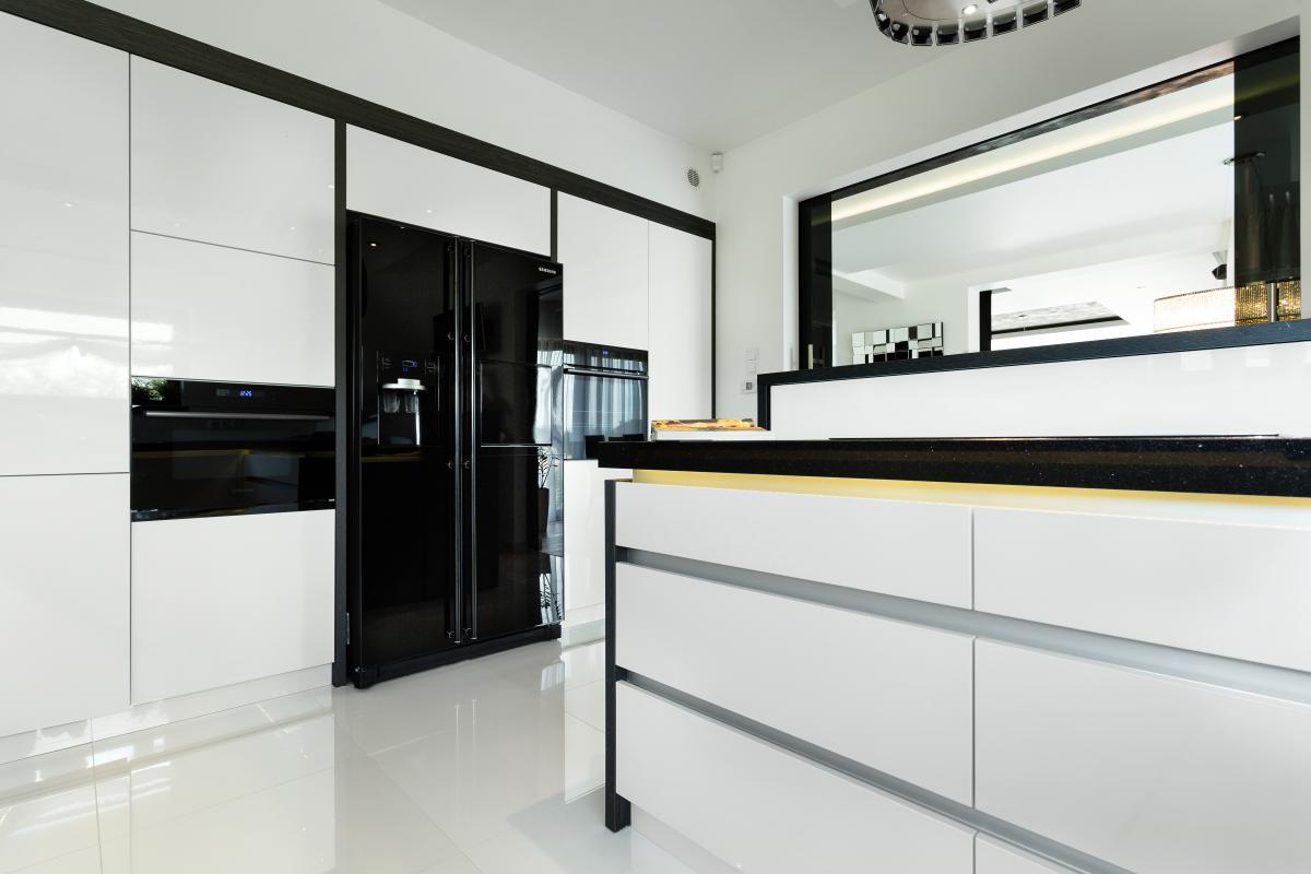 Czerń w spółce z bielą  trendy kuchenne  Max Kuchnie   -> Czarna Kuchnia Wolnostojąca