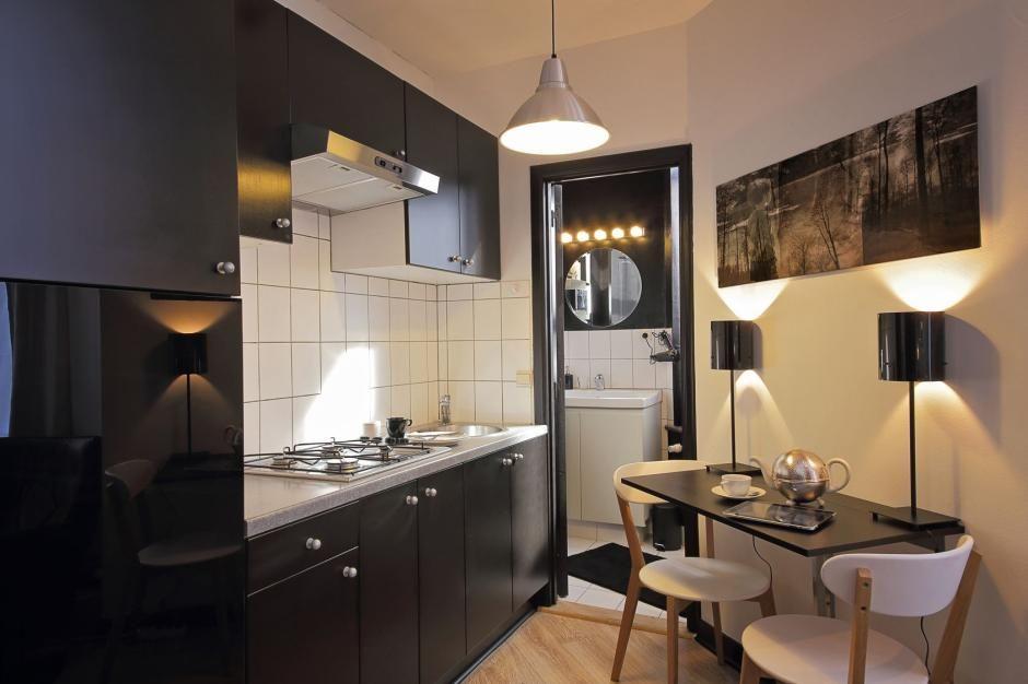 Mała kuchnia w czarnym kolorze