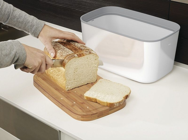 Deska do krojenia z chlebakiem