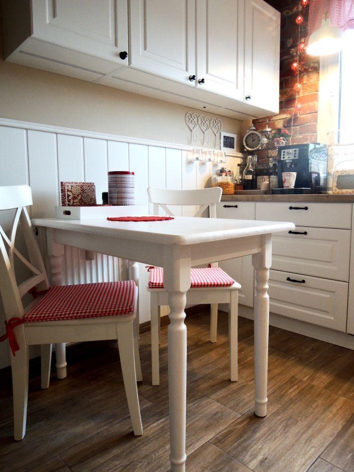 Białe meble,  biały stół w kuchni