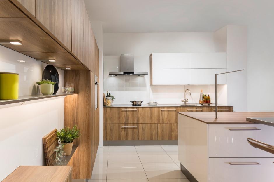 Kuchnia zgodna z trendami - drewno wciąż pożądane