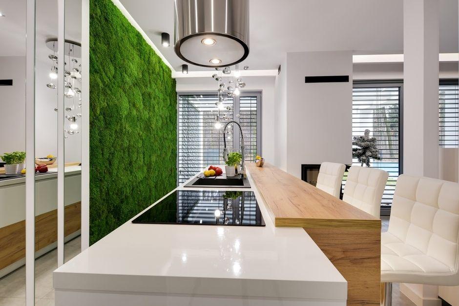 Kuchnia z lustrem na ścianie