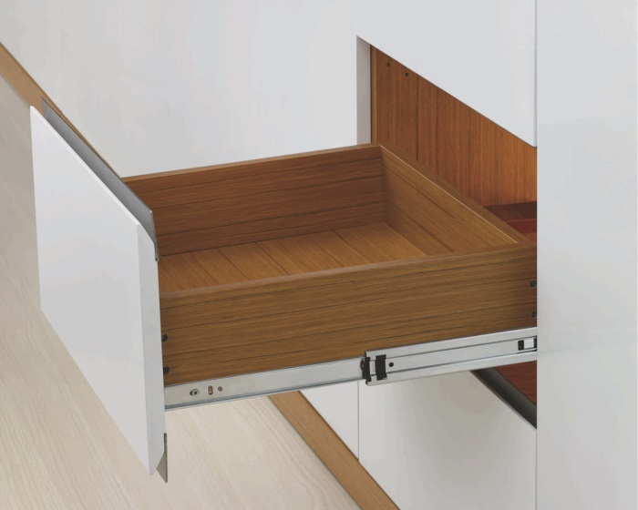 mechanizmy bezuchwytowego otwierania szafek i szuflad