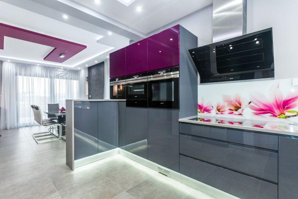Nowoczesny wygląd, czyli połyskujące fronty w kuchni