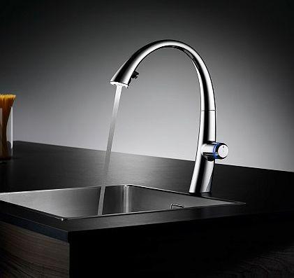 Nowoczesne baterie kuchenne - podświetlany strumień wody