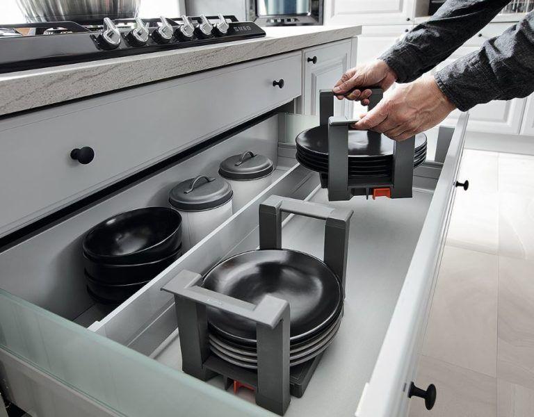 Szuflada w meblach kuchennych - czy warto