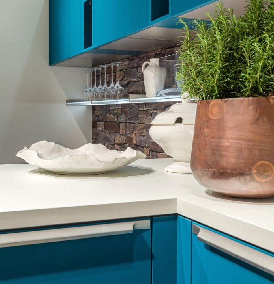 Dodatkowe półki lub szafki w kuchni