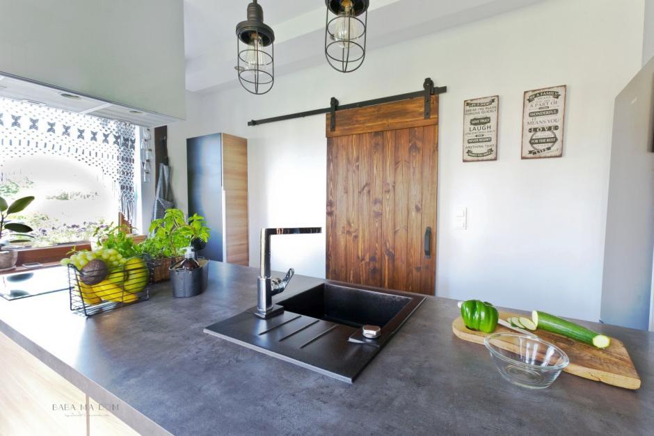 Konkurs fotograficzny Nasze kuchnie - półwysep z laminowanym blatem imitującym beton