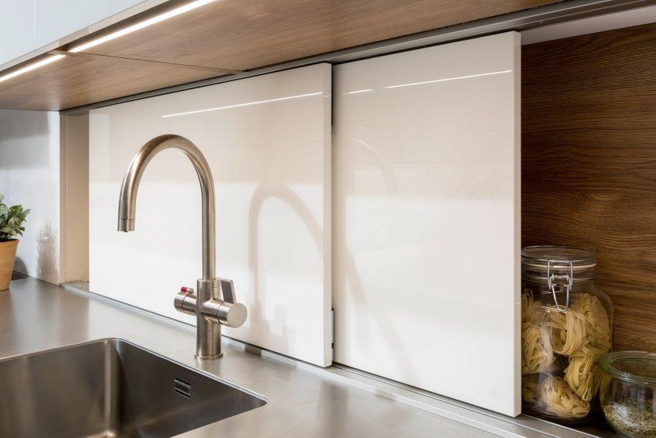 Sprytne półki w kuchni - kuchenne schowki