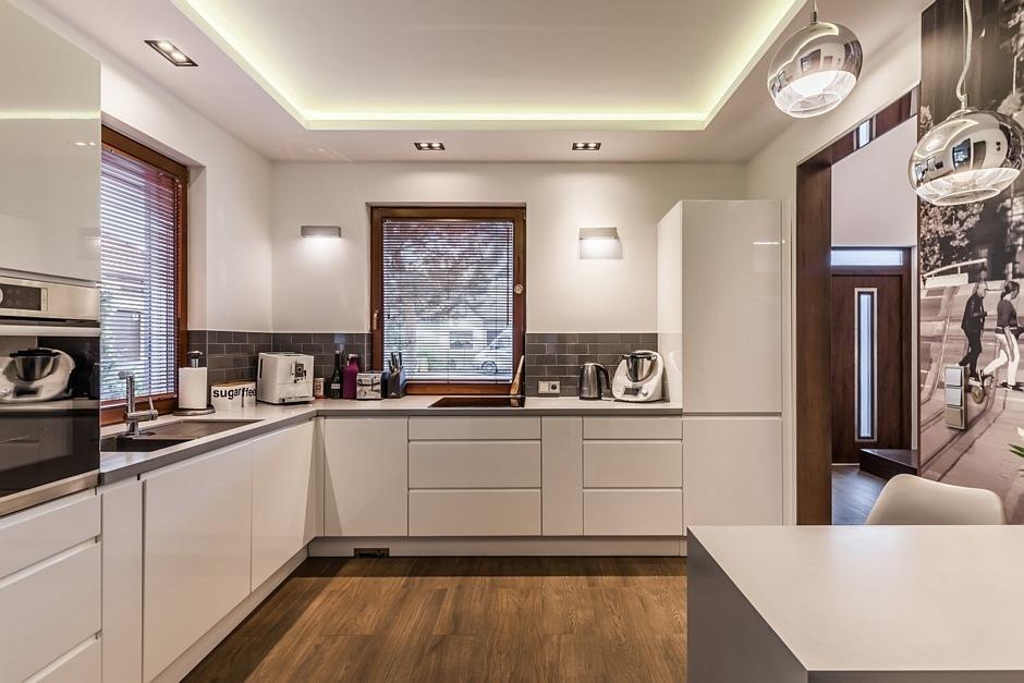 Szare cegiełki w kuchni