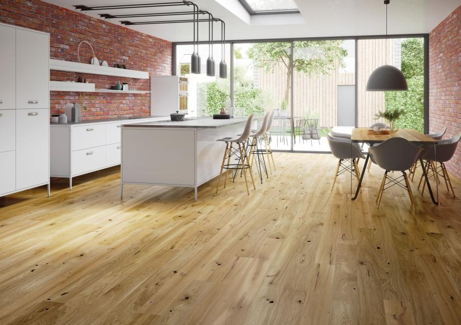 Naturalnie - deski barlineckie na podłodze w kuchni