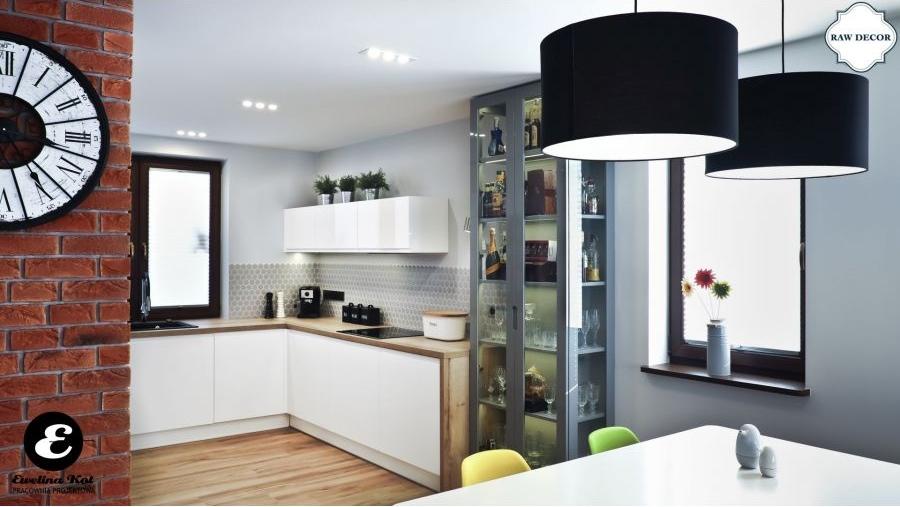 Witryna w kuchni - nowoczesna aranżacja z nutą sentymentalizmu