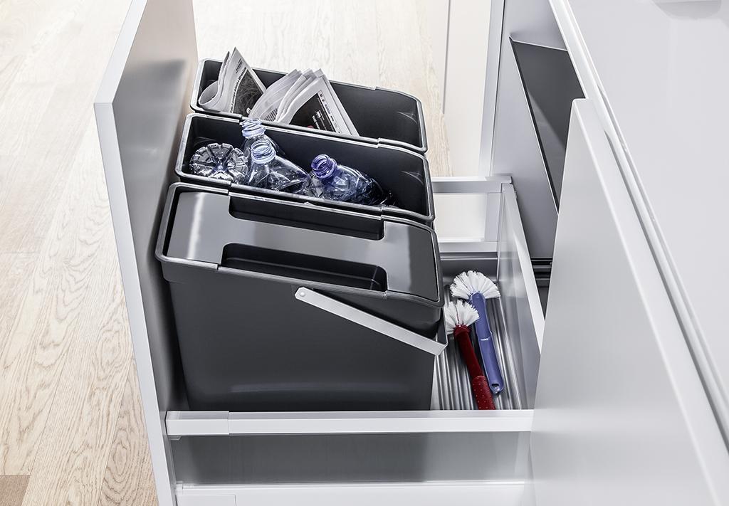 zestaw pojemników wstawianych do szuflady