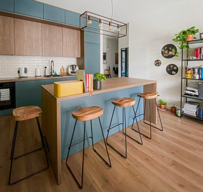 Barek kuchenny między kuchnią a pokojem