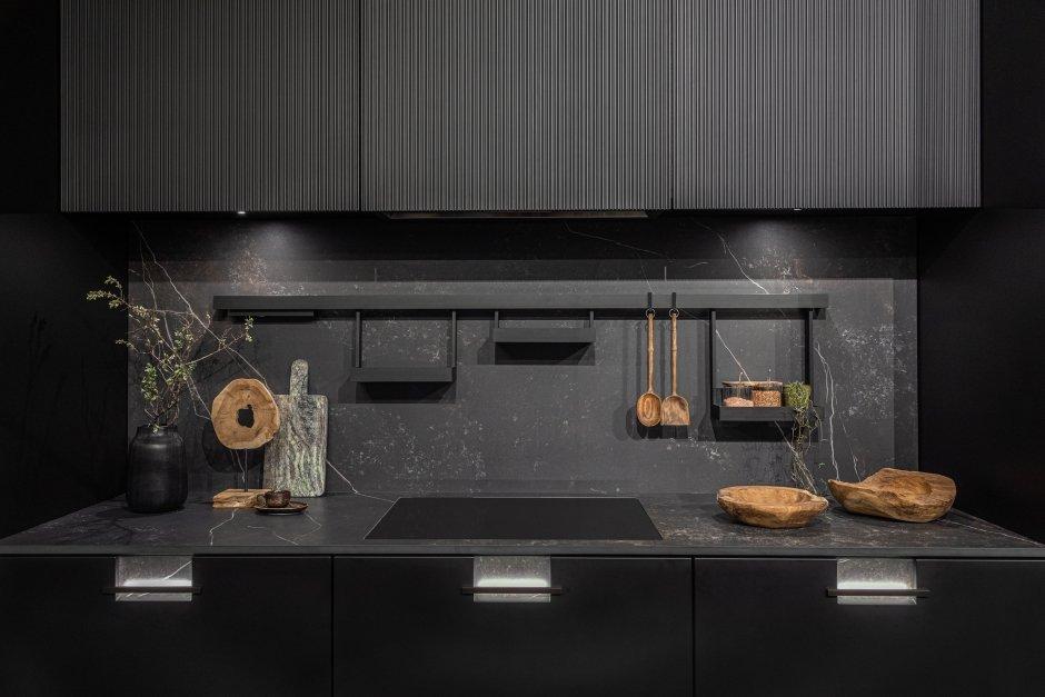 Pełna harmonia w kuchni w czarnej kuchni