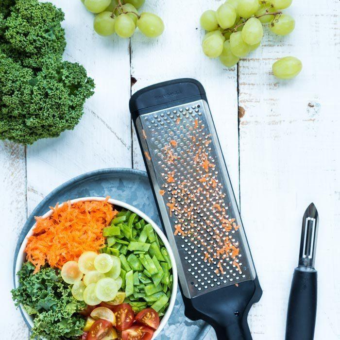 Fiskars - akcesoria pomocne przy robieniu zdrowych sałatek