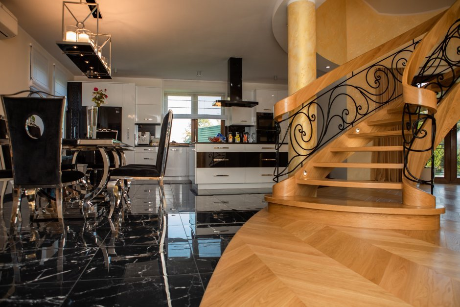 Podłoga mieszana w kuchni parkiet i płytki
