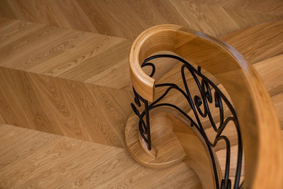 Podłoga drewniana: parkiet, deski czy panele drewniane?