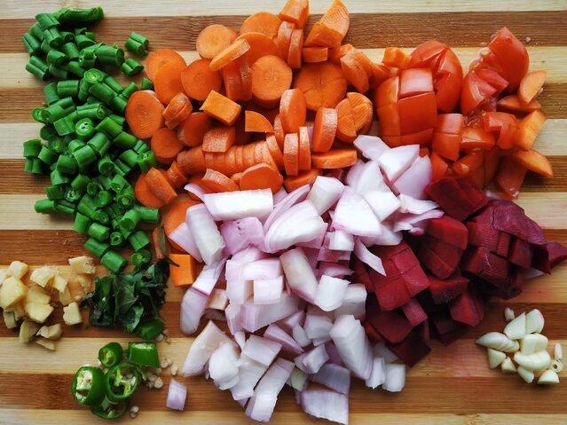 Krojenie warzyw w kostkę: ręcznie czy automatycznie?