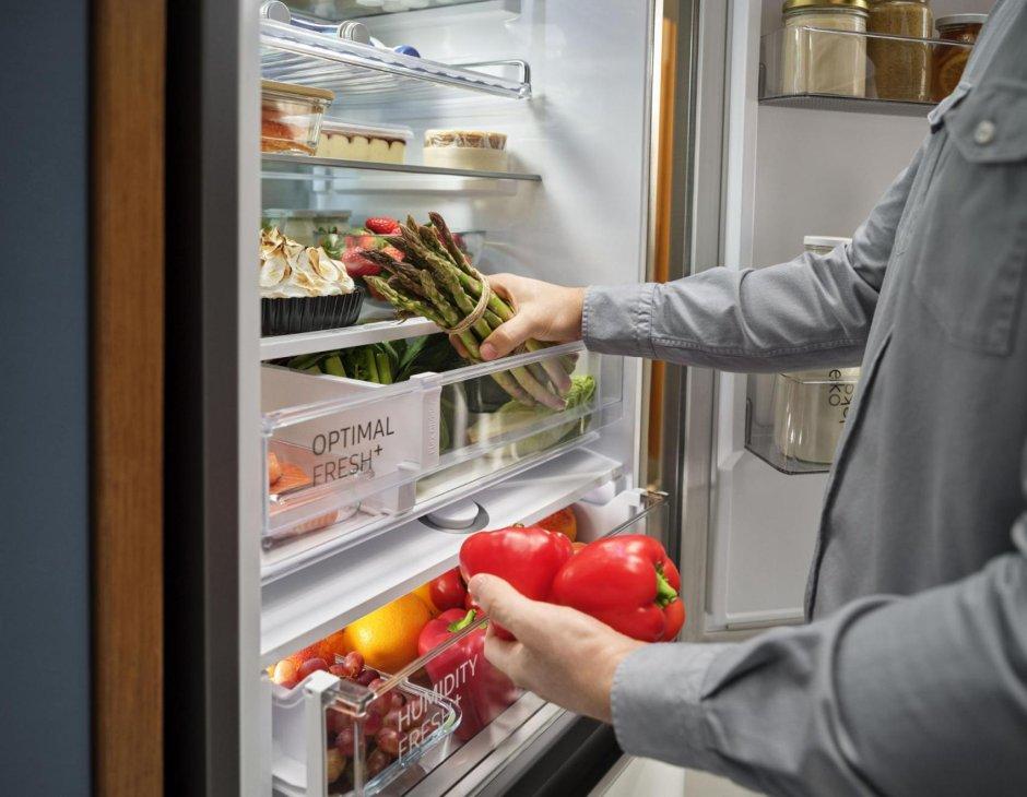 Przekonaj się, jak wiele może zmienić prawidłowe przechowywanie żywności w lodówce z technologiami Samsung, takimi jak szuflady Optimal Fresh+ i Humidity Fresh+.