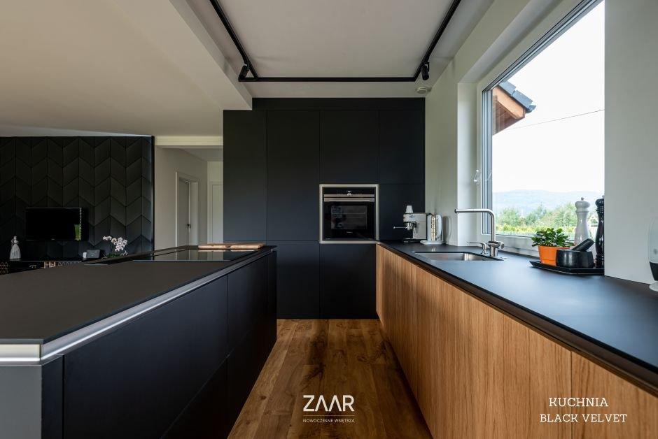 Dobrze oświetlona kuchnia - zasady podziału pomieszczenia na strefy oświetlenia